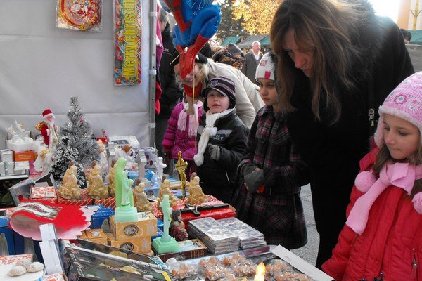 Vianočný trh. Je už tradičnou súčasťou vianočných sviatkov v meste Rožňava.
