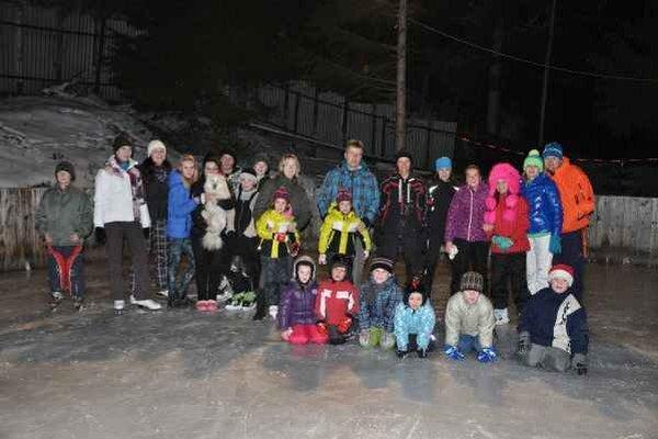 Klzisko. Ľadová plocha vo Vyšnej Slanej nemala núdzu o návštevníkov.