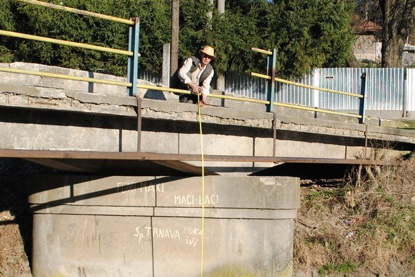 M. Capák. Zničený most je vysoký okolo 3,5 metra.
