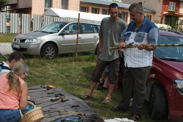 Historické zbrane. Lákali najmä mužov. Zaujala ich aj orientálna bohato zdobená puška.