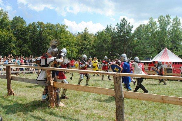 Súboj národov. V aréne sa stretli slovenskí a českí rytieri.