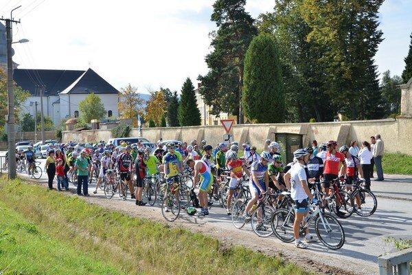 Peletón. Memoriál L. Szántaia má miesto v kalendári mnohých cyklistov.