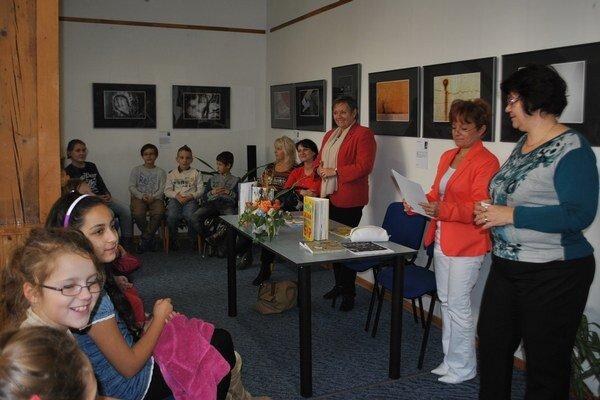 M. Hlušíková. Školákom hovorila o svojej ceste k písaniu.