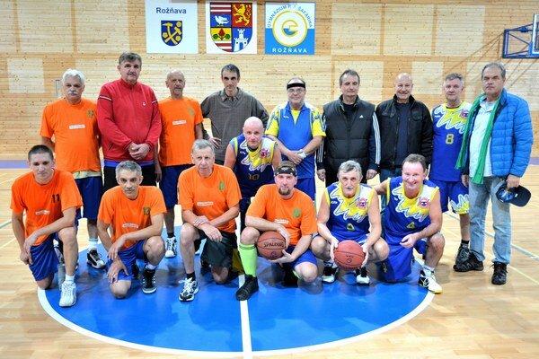 Basketbaloví veteráni. Zaspomínať si na L. Šimka prišli hráči z celého Slovenska.