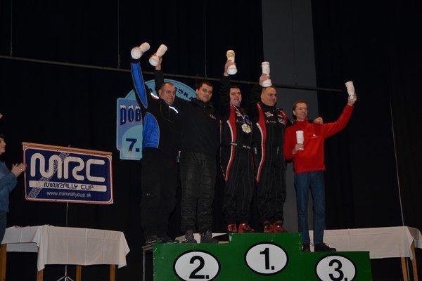 Najrýchlejší v absolútnom poradí. Zľava J. Slovák, V. Majerčák, víťazi Z. Lencse/T. Hofbauer a M.Kázar/ R. Ferencz.