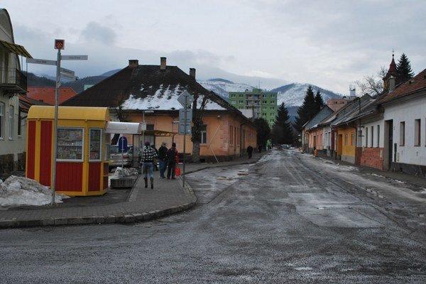 Miesto bývalej tržnice. Na tomto mieste je teraz autobusová zastávka v Dobšinej.
