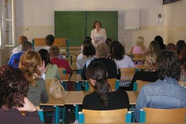 Pedagógovia. Najväčším nedostatkom pri výučbe cudzieho jazyka je stereotyp.
