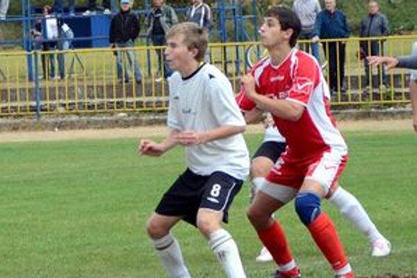 Premiérový gól. Roland Fabian (č. 8) má už svoj prvý štvrtoligový gól.