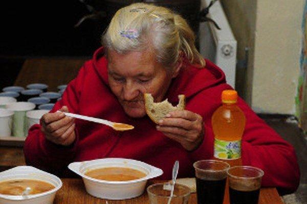 V charite môžu ľudia bez domova za pár centov dostať teplé jedlo.