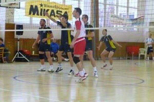 Prvá prehra. Revúcki volejbalisti utŕžili prvú prehru, no Sobranciam ju v druhom zápase vrátili.
