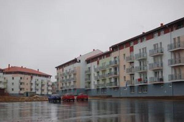Nájomné byty Družba. Stojí už sedem bytoviek.