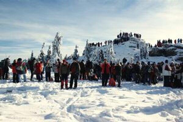 Počasie prilákalo stovky turistov.