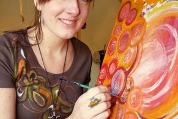 Autorka. Maľuje aj terapeutické obrazy.