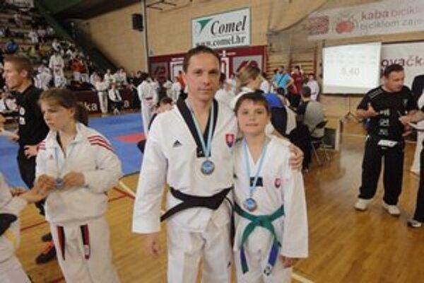 Medaily. Gabriel Hiczér so synom Gabim.