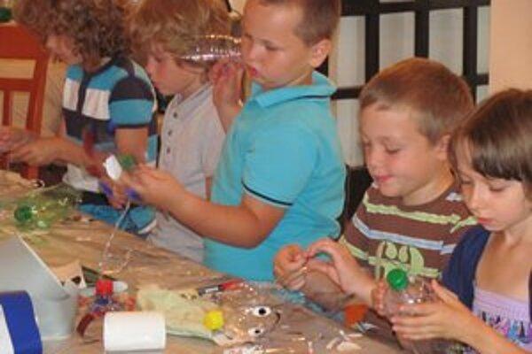 Deti okrem kvetov, čeleniek a prstienkov vytvorili aj chobotničky.