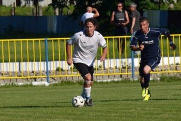 Záložník SP MFK Rožňava Branislav Kuzma (vľavo).
