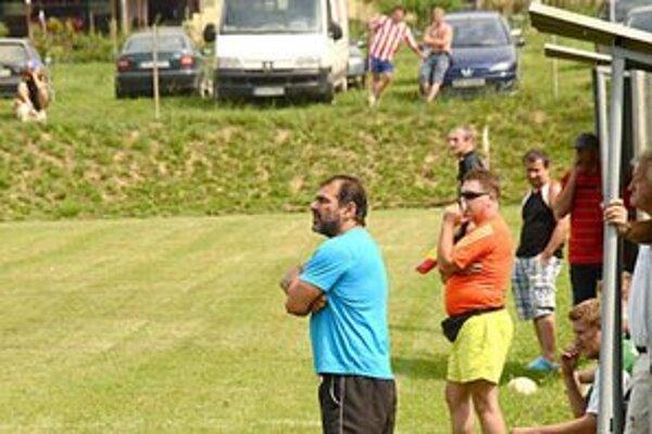 Tréner. A. Konya (v modrom).