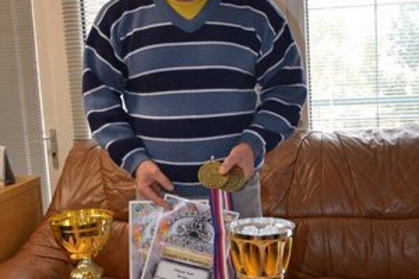 Medaily a poháre. Jozefovi Völgyákovi sa v tomto roku darilo.