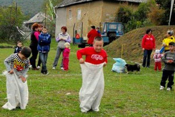 Súťaže. Pre deti boli pripravené rôzne pohybové hry.