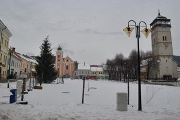 Rekonštrukcia námestia. Práce pre zimu zastavili, v polovici februára sa rozhodne, ako ďalej.
