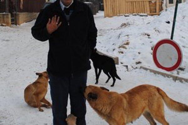 Ľudovít Gunár. On sám nechová žiadneho psa, na niektorých svojich susedov je nahnevaný.