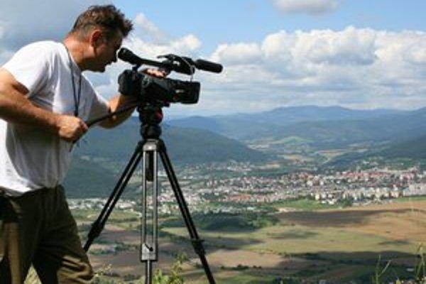 G. Borzy. Filmovanie je jeho koníčkom, preto sa dal aj na štúdium.