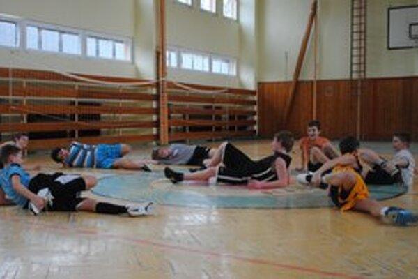 Nádejné basketbalové hviezdy. Šiestaci a siedmaci zo ŽŠ na Zakarpatskej ulici.