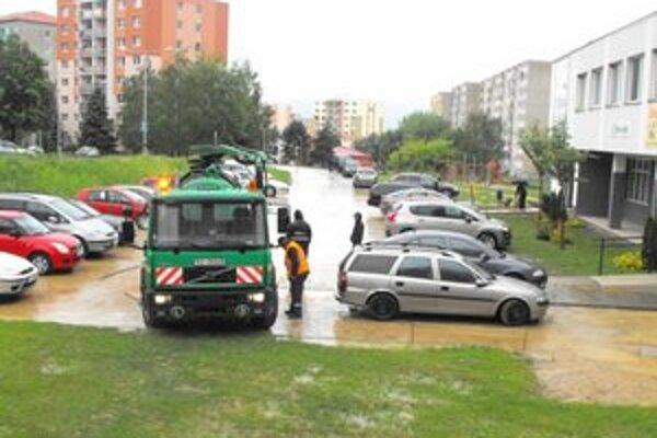 Pondelkové čistenie ulíc na sídlisku Juh.