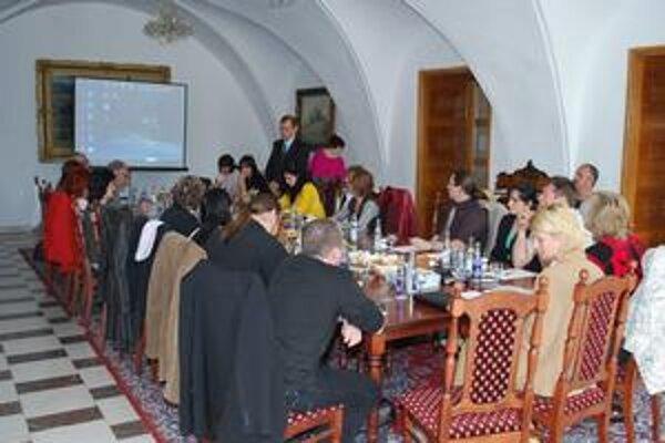 Zasadnutie. Zúčastnili sa ho pozvaní hostia z celého územia KSK.