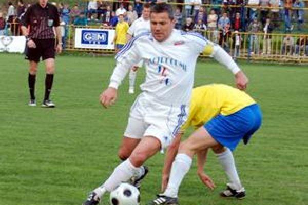 Kvôli kartám. Medzi hráčmi, ktorí v Žakarovciach chýbali, bol aj vykartovaný Miloš Gallo.