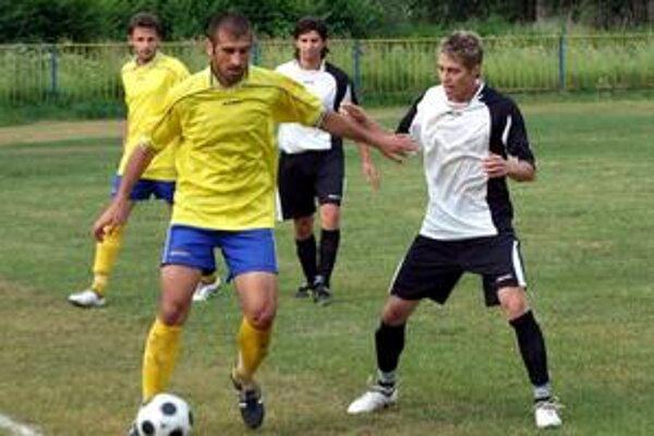 Na Vladimíra Melnyka (s loptou) si hostia dávali pozor.