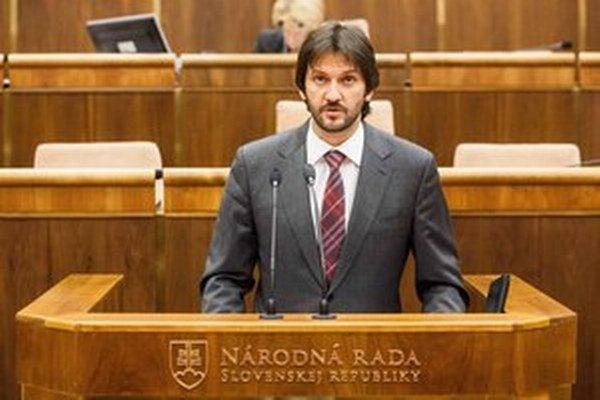 Ak dnes malú novelu zákona o verejnom obstarávaní schváli vláda, zajtra ju môže Kaliňák predložiť poslancom.