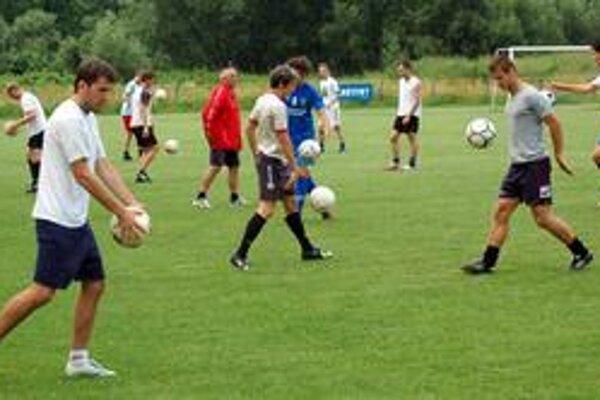 Prvý tréning. Na štadióne SP MFK sa zišiel slušný počet hráčov.