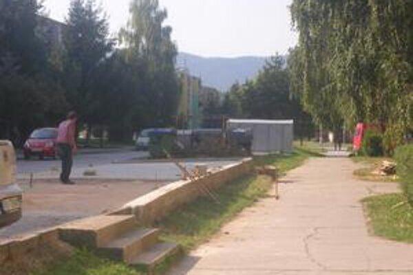 Nové parkovisko. Na Čučmianskej ulici sa už finišuje.