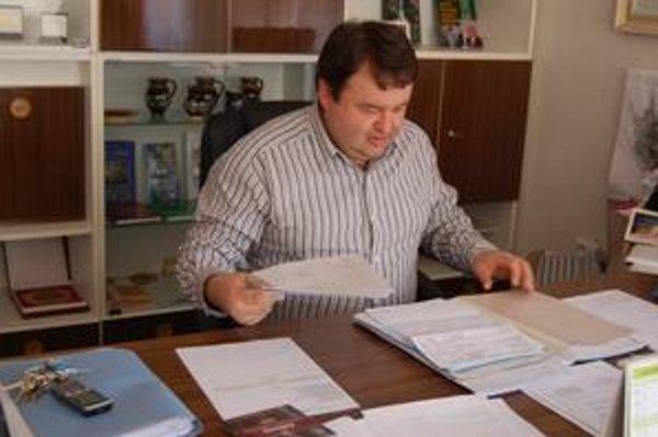 Primátor Jelšavy Milan Kolesár hovorí, že na poruchy 60-ročného vodovodu doplácajú len slušní ľudia.