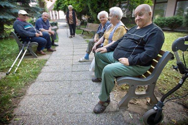 Niektorým dôchodcom sa môžu zmeniť dôchodky k lepšiemu.