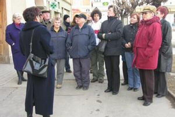 Prehliadka. Sprievodcovia prevedú záujemcov po centre mesta a vystúpia s nimi aj na Strážnu vežu.