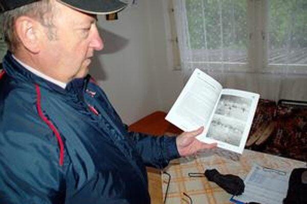 Ján Gecelovský v knihe použil aj množstvo fotografií.