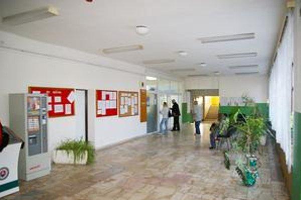 Prízemie. Oddelenie dokladov sa presťahovalo z prvého poschodia.