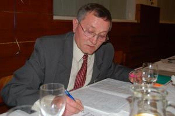 Štefan Ignác. Jeden z pestovateľov a spoluorganizátor regionálnej prehliadky vín stavil na tradičné spôsoby ošetrovania.