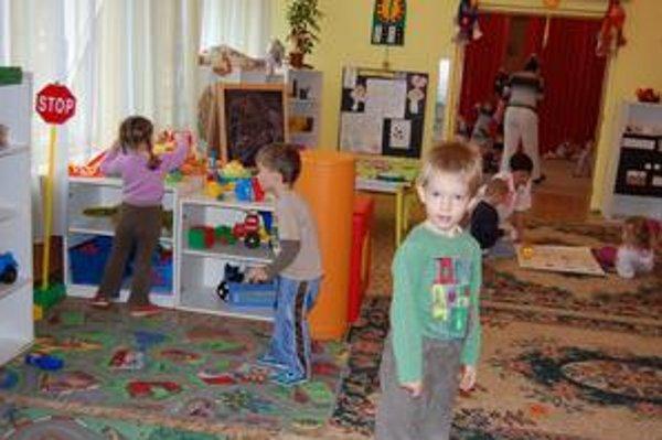 Škôlka. Deti v najväčšej škôlke v Tornali by mali mať opäť zapnuté kúrenie v stredu.
