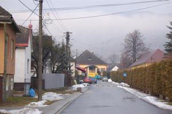 Mokrá Lúka. Z peňazí z eurofondov opravili cesty, chodníky, centrálnu zónu a celú infraštruktúru.