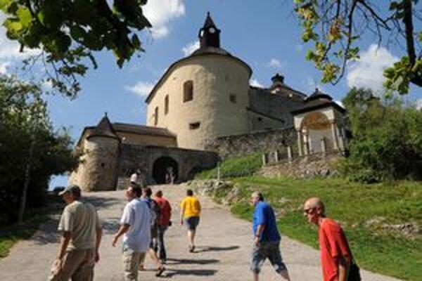 Hrad Krásna Hôrka je vyhľadávaným miestom turistov aj z Maďarska. Pokles ich počtu cítia v celom regióne.