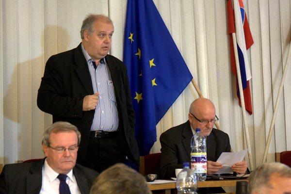 Poslanec Andrej Havrilla odmeny konateľom obhajoval.