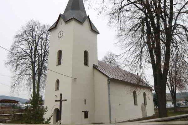 Kostol sv. Mikuláša. Celkový pohľad od juhozápadu.