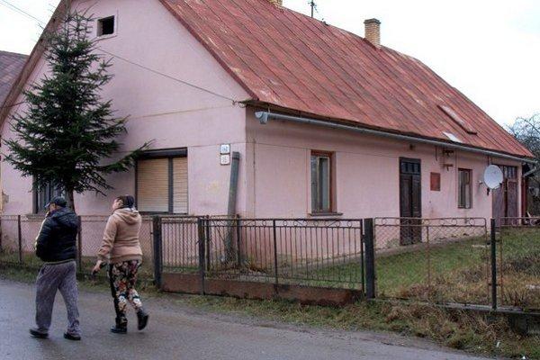 Dom, kde sa stala tragédia. Majiteľa domu olúpili a zbili pre 15 eur, následkom podľahol.