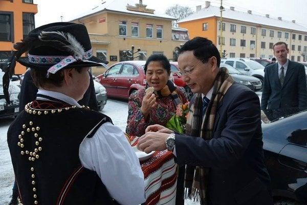 Ambasádor. Lin Lin smanželkou prvýkrát vo Svidníku.