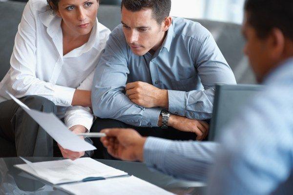 V oblasti informácií počet zamestnancov narastal.