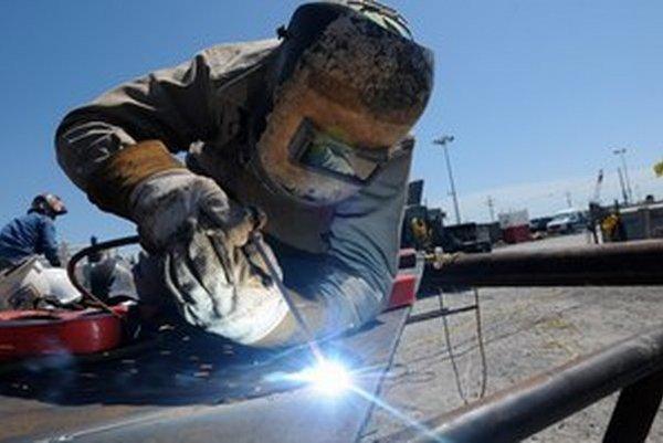 Októbrová nezamestnanosť naznačuje, že firmy sa pre zmeny zákonov môžu s prepúšťaním ponáhľať.