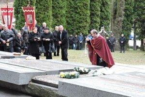 V Tokajíku pravidelne spomínajú na obete nacistov. A teraz volia Kotlebu.